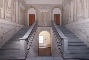 Gli affreschi e lo scalone monumentale del complesso San Silvestro di Pisa