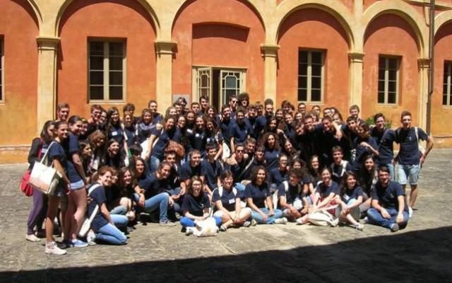 La Scuola Normale organizza anche per questa estate, presso il Conservatorio Santa Chiara di San Miniato in provincia di Pisa, 5 sessioni di corsi di orientamento all'università per studenti che frequentano il penultimo anno delle scuole superiori.