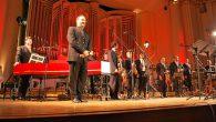 """Martedì 16 gennaio alle ore 21 al Teatro Verdi di Pisa è di scena """"Concerto Italiano"""". Il gruppo diretto da Rinaldo Alessandrini, per l'occasione composto da 6 voci, due tiorba e un organo (lo stesso Alessandrini), eseguirà una selezione di brani di Claudio Monteverdi, tutti appartenenti al genere """"madrigale"""". La serata è la prima nel 2018 della rassegna """"I concerti della Normale"""", organizzata dalla Scuola Normale Superiore e diretta dal maestro Carlo Boccadoro."""
