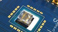 """Il  """"lab-on-a-chip"""" svolgerà analisi chimico-biologiche, come rilevare piccolissime quantità di molecole presenti nel sangue di individui che hanno subito danni cerebrali. Il microprocessore è stato realizzato durante il progetto di dottorato di Matteo Agostini, allievo della Normale."""